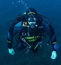 Even in the darkest and most obscure places to which not everyone can reach, because the medium is not suitable without technical training; there also serve the Guardia Civil Underwater Activities Group